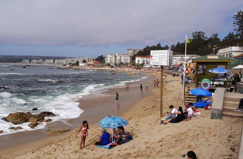 Entre marejadas y construcciones: ¿Por qué Chile está perdiendo sus playas?