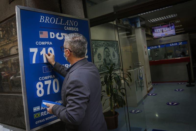 El dólar en Chile se acerca a su máximo valor del año tras subir casi $ 20 en la semana