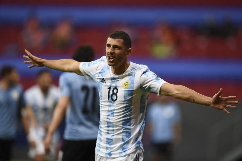 Argentina vence a Uruguay y comparte con La Roja el liderato del Grupo A de la Copa América