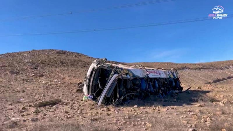 Tragedia en Perú: 27 mineros murieron luego que bus que los trasladaba cayera por un precipio