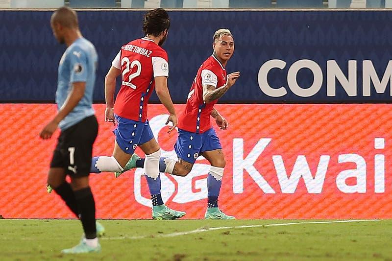El polémico gesto de Eduardo Vargas al celebrar su gol ante Uruguay en Copa América