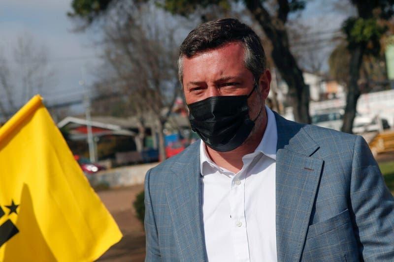 """Sebastián Sichel acusa """"agresividad"""" de sus contrincantes en el debate presidencial de Chile Vamos"""