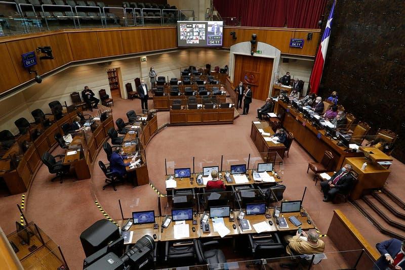 El senador UDI propuso una indicación que impedía modificaciones a la legislación vigente, pero el proyecto aún no logra pasar a la discusión en sala.
