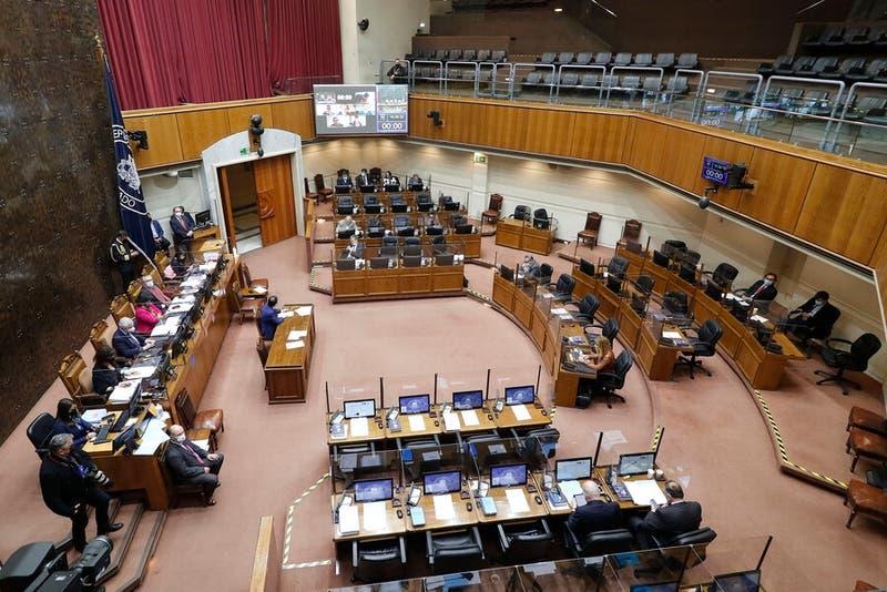 Senado rechaza reajuste al salario mínimo y habrá Comisión Mixta