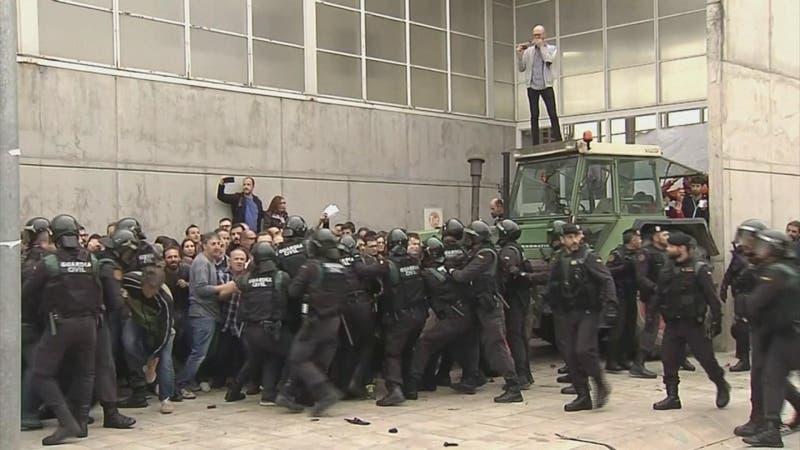 [VIDEO] Líderes saldrán de la cárcel: Indulto a separatistas catalanes divide a España