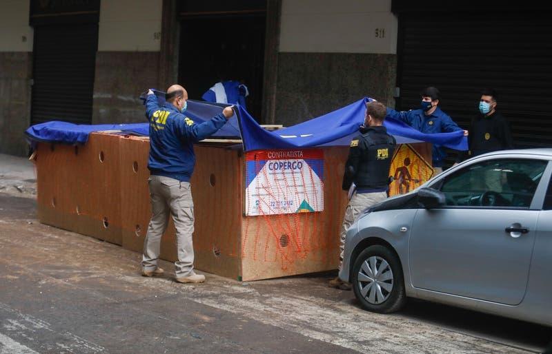 PDI revisa cámaras de seguridad para aclarar hallazgo de cuerpo calcinado en Santiago Centro