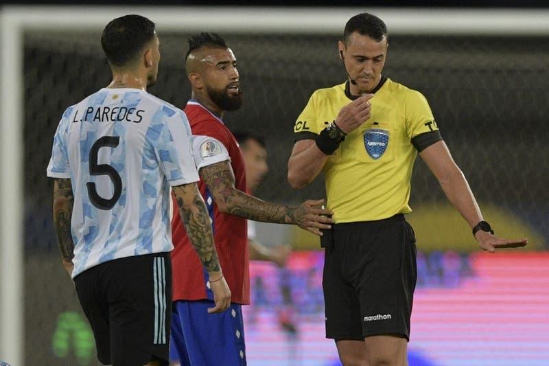 Wilmar Roldán dirigirá el último partido de La Roja en el Grupo A de Copa América ante Paraguay