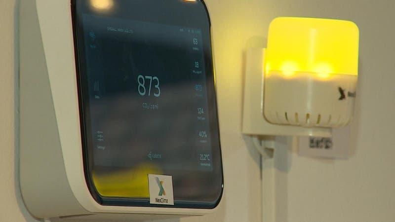 [VIDEO] Medidores de CO2 para prevenir COVID-19: Semáforo alerta si un espacio necesita ventilación