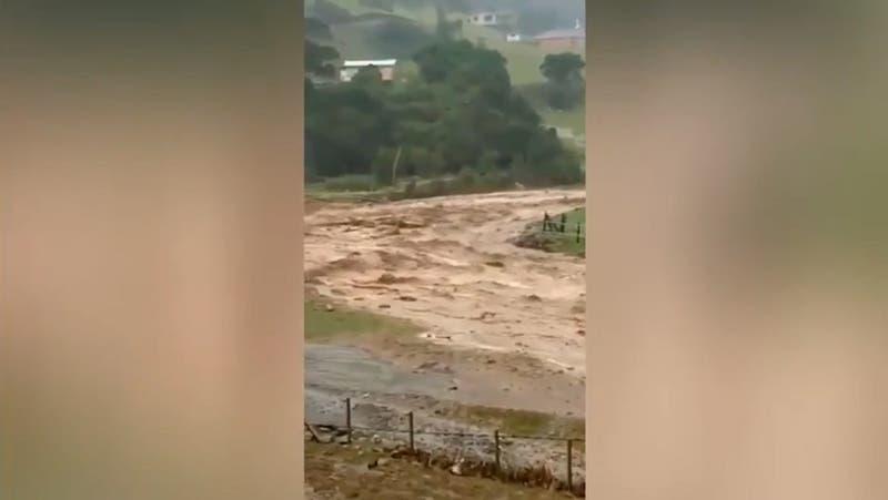 Al menos siete familias aisladas tras desborde de estero por intensas lluvias en Valdivia
