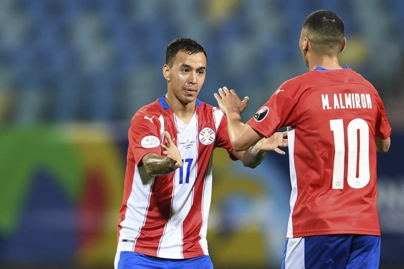 Con su goleador en la banca: Paraguay confirma alineación para enfrentar a Chile en Copa América