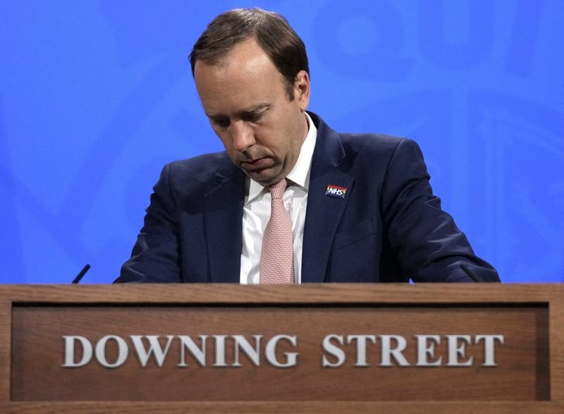 Ministro británico es sorprendido en infidelidad y se disculpa por violar el distanciamiento social