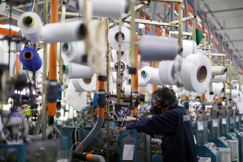 Salario mínimo: gobierno propone alza a hasta $350 mil que dependerá del crecimiento económico