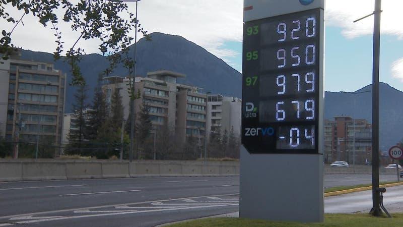 [VIDEO] 30 semanas de alzas consecutivas: Mil pesos por un litro de bencina