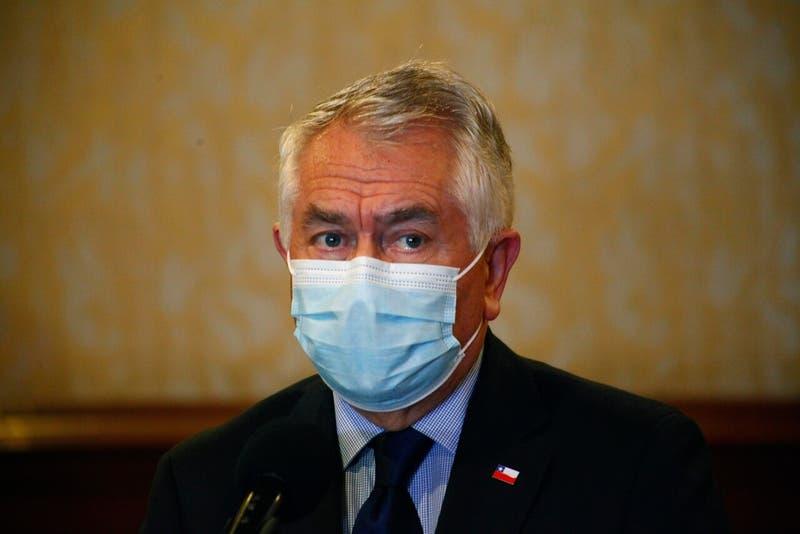 Ministro Paris rechazó críticas internacionales a vacuna Sinovac