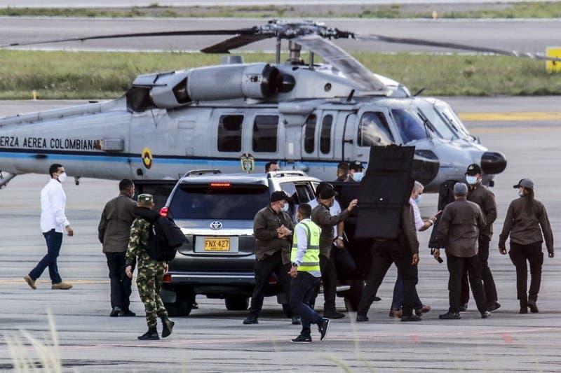 Policía de Colombia encuentra dos fusiles que habrían sido utilizados en ataque a Iván Duque