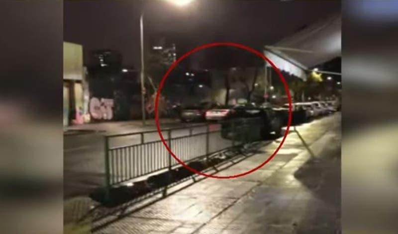 """[VIDEO] Violento """"portonazo"""" permite descubrir acopio de autos de alta gama"""