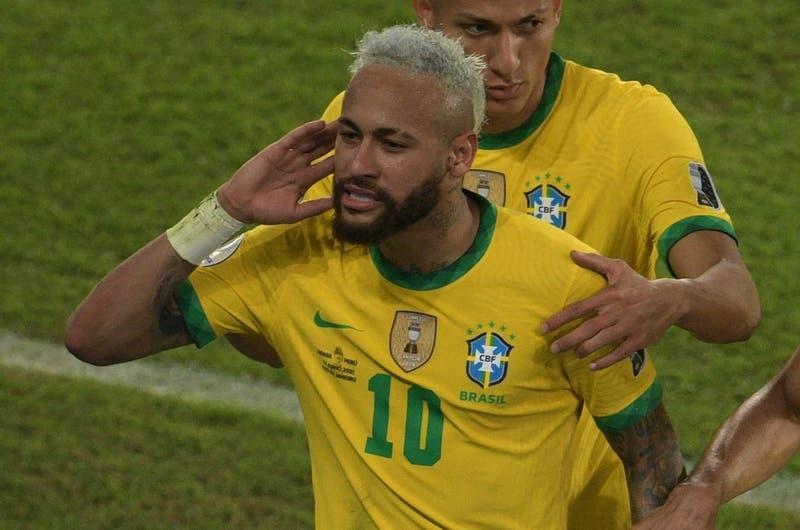 Neymar es uno: Los cracks de Brasil que se perderían eventual duelo con Chile si son amonestados