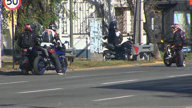[VIDEO] Unos 200 motociclistas realizaron manifestación en cercanías a Plaza Italia