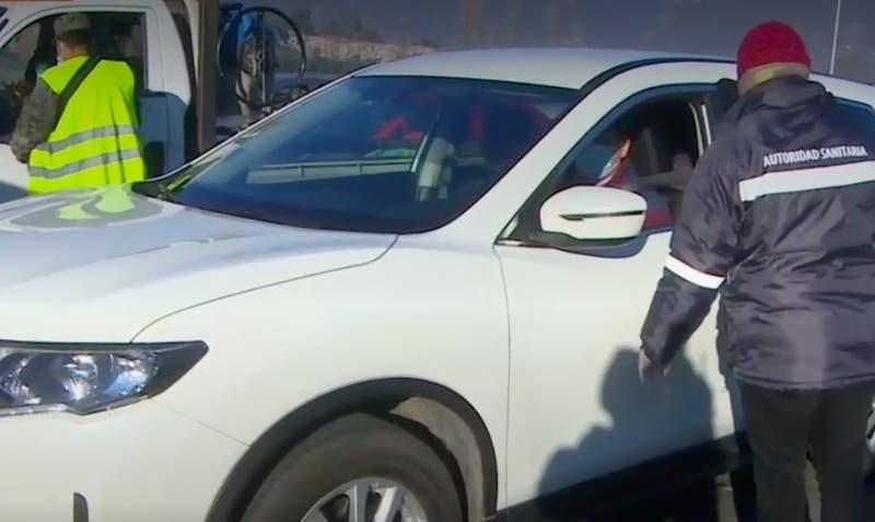[VIDEO] Alto flujo en cordones sanitarios: Al menos 109 mil autos han salido de la capital