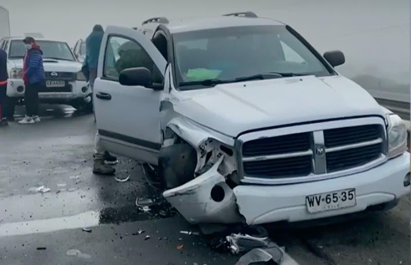 20 vehículos involucrados en choques por alcance en Ruta 5 Sur