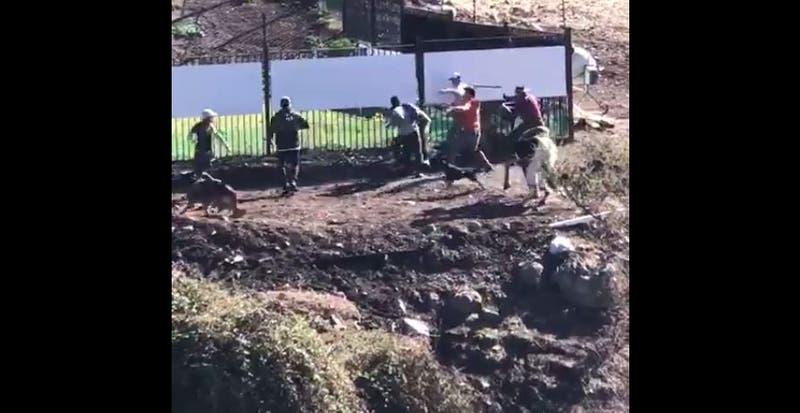 [VIDEO] Con palos y piedras: Captan riña y agresión a Mark González en Lo Barnechea