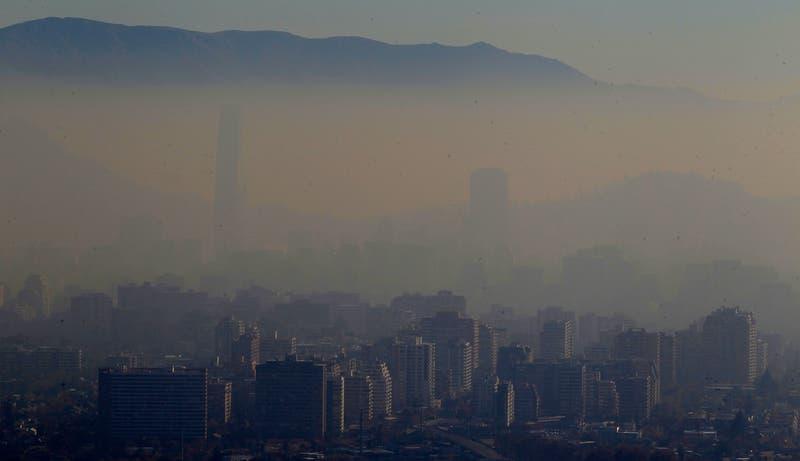 Intendencia mantiene preemergencia ambiental para este martes en la Región Metropolitana