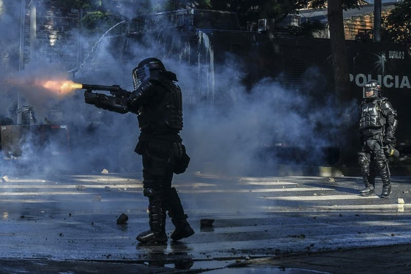 Con manifestaciones y disturbios conmemoran dos meses de estallido social en Colombia