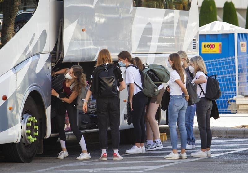España: Miles de jóvenes en cuarentena tras viaje de fin de curso