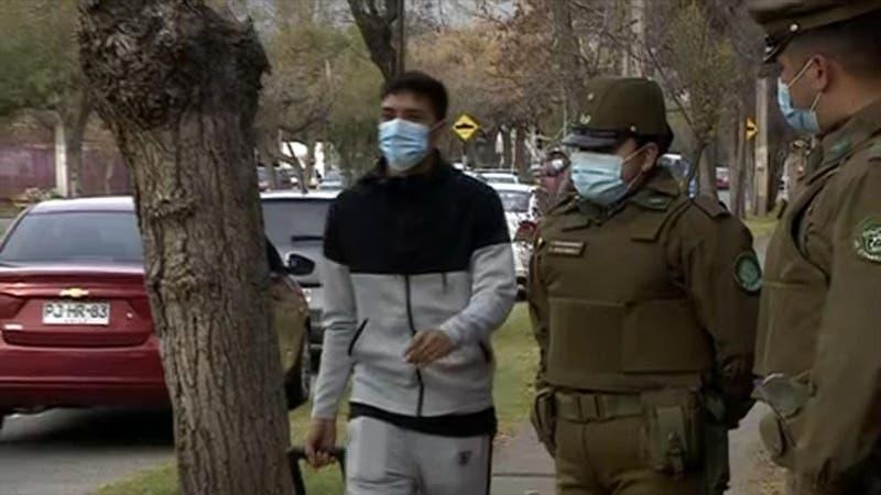 [VIDEO] Marcelino Núñez sorprende al llegar caminando a Juan Pinto Durán para sumarse a La Roja