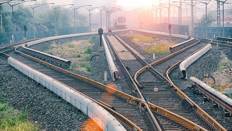 Mujer muere arrollada por tren tras intentar sacarse una selfie en las vías