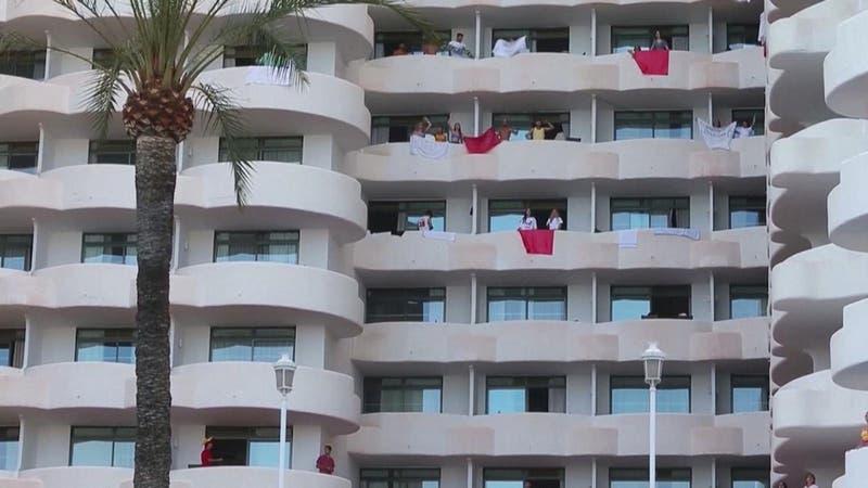 """""""Macrobrote"""": Escandaloso confinamiento de 200 estudiantes en hotel de Mallorca"""