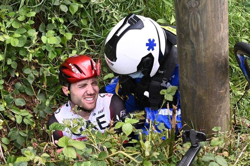 Detienen a espectadora que causó accidente en Tour de Francia