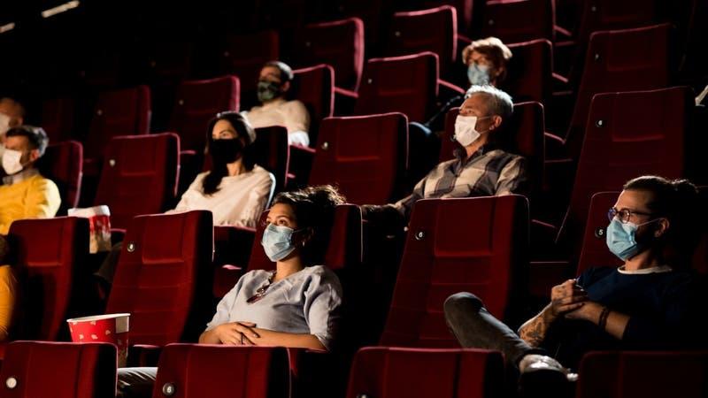 """Distribuidoras de cine piden apertura de las salas: """"En Chile se sufre de una ausencia de política"""""""