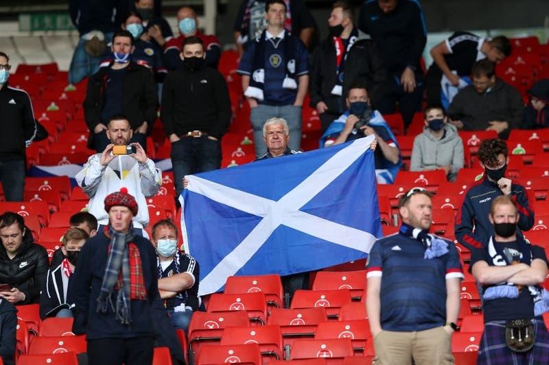 Dos mil escoceses dieron positivos a COVID-19 en medio de Eurocopa