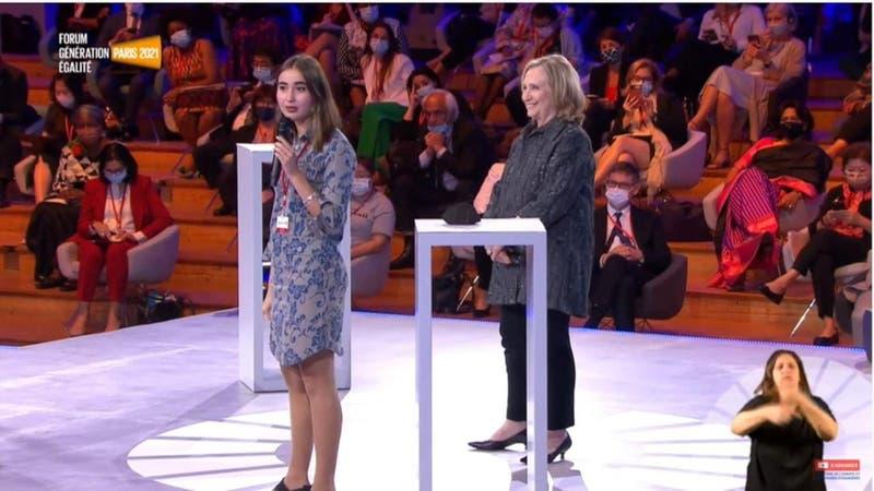 [VIDEO] Joven chilena destaca en foro de igualdad en Paris: fue presentada por Hillary Clinton