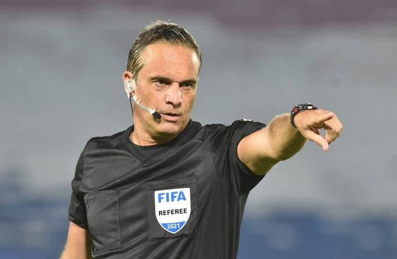 Argentino Loustau dirigirá el Brasil-Chile en Copa América y uruguayo Cunha irá al VAR
