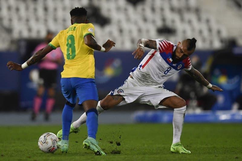 """Vidal ya calienta duelo con el """"Scratch"""" por clasificatorias: """"Volvimos a tener a Brasil de rodillas"""