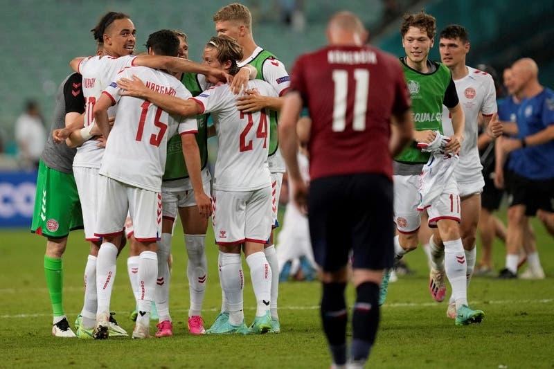 Dinamarca confirma su repunte y clasifica semifinales de la Euro tras eliminar a República Checa