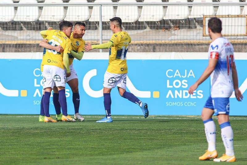 Duro golpe al tricampeón: La UC cayó eliminada ante Everton en Copa Chile