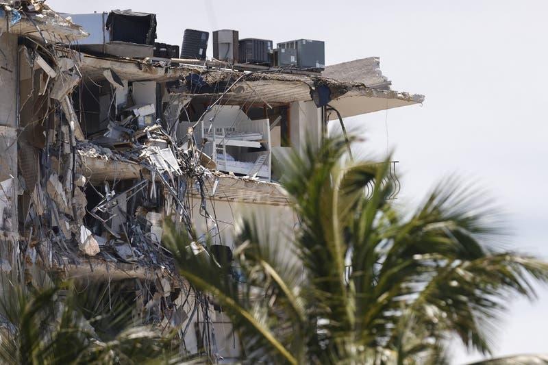 Esta noche se terminarían de demoler los restos del edificio derrumbado en Miami