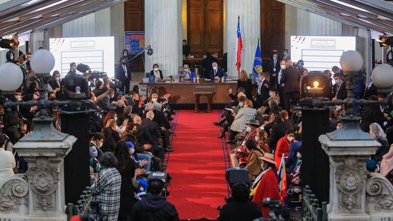 Convención Constitucional: Un 67% de las candidatas recibió violencia online durante su campaña