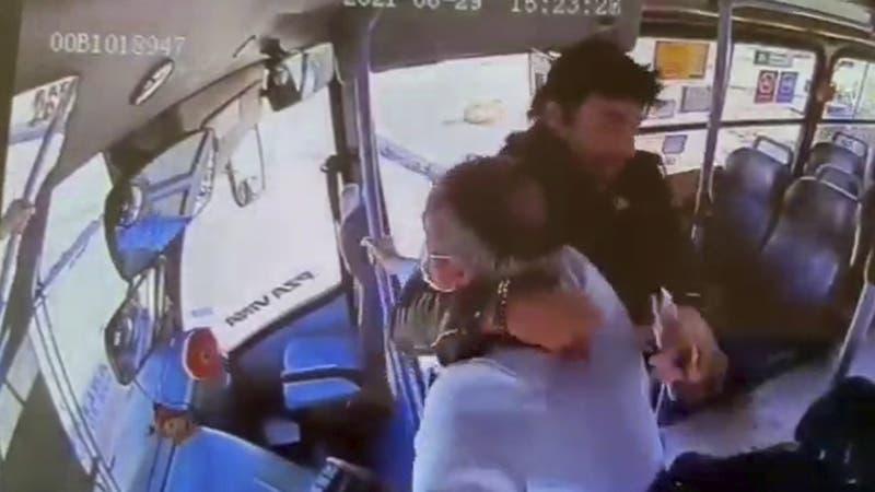 Brutal agresión a conductor de micro en Viña del Mar