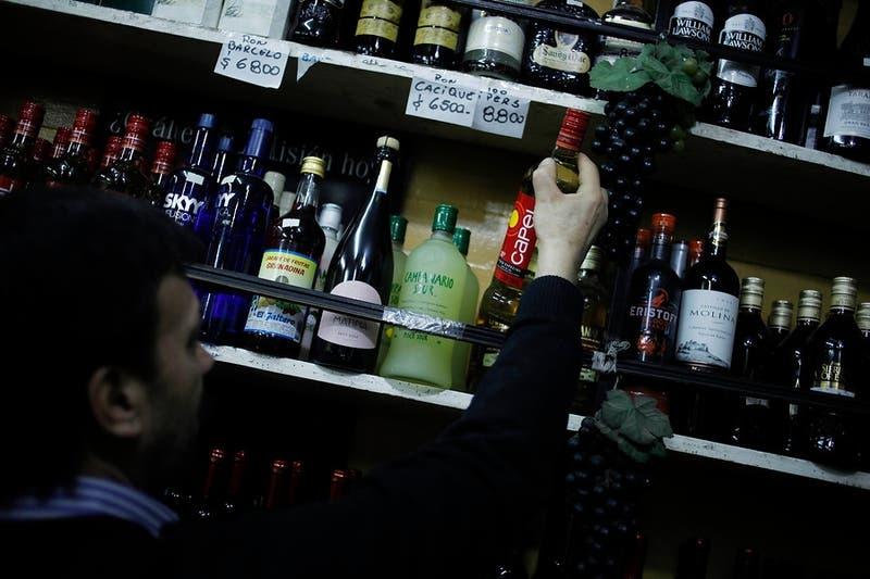 Límites a la publicidad y protección a adolescentes: Senado aprueba modificación a Ley de Alcoholes