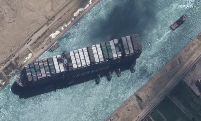 Egipto liberará buque portacontenedores que bloqueó el Canal de Suez