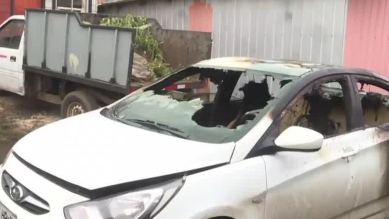 """[VIDEO] Balean casa y queman auto de carabinero: Investigan ataques para """"amedrentar"""" a la policía"""