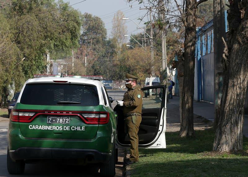 Disparaban desde un automóvil: Detienen a mujer de la tercera edad y a su pareja en Pudahuel