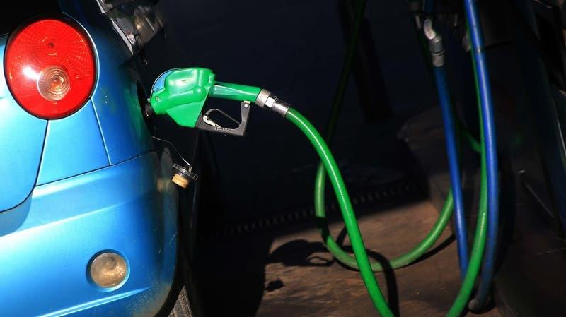 Ya son 32 semanas consecutivas: ENAP confirma nueva alza de precio de los combustibles