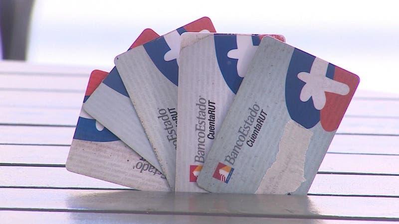 [VIDEO] Casi 4 millones de clientes deben cambiar tarjeta CuentaRUT: Tienen plazo hasta fin de año