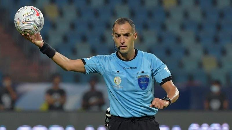 Conmebol designa al uruguayo Esteban Ostojich para arbitrar la final entre Brasil y Argentina