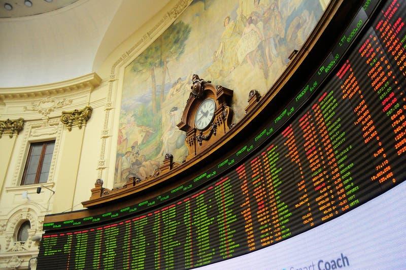 Bolsas mundiales sienten el temor de las nuevas cepas y en Chile Clínica Las Condes lidera caídas